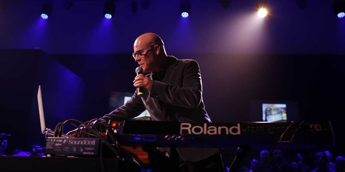 "Roland представляет ""Thomas Dolby Live in Roland Cloud"""