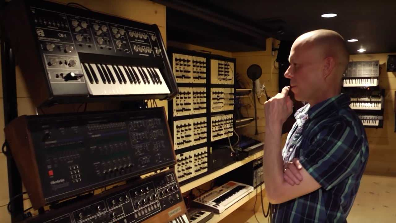 Vince Clarke studio tour - Waveshaper TV - IDOW archive series